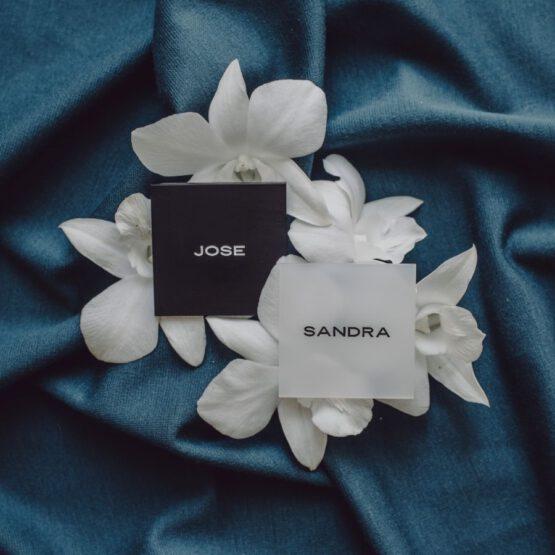 Marcasitio blanco y negro minimal